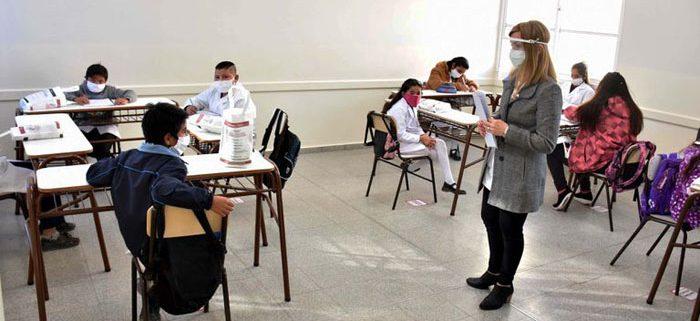 estudiantes_alumnos_barbijos_escuela_docentes-1-700x321